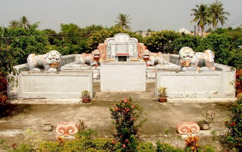 Câu chuyện về Lăng Bà Vú - Vua Gia Long tại Ninh Hòa   CÂU CHUYỆN VỀ LĂNG BÀ VÚ-VUA GIA LONG NINH HÒA