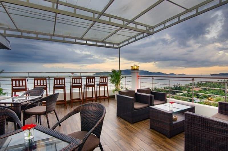 brandi-rooftop-bar-restaurant.jpg (56 KB)
