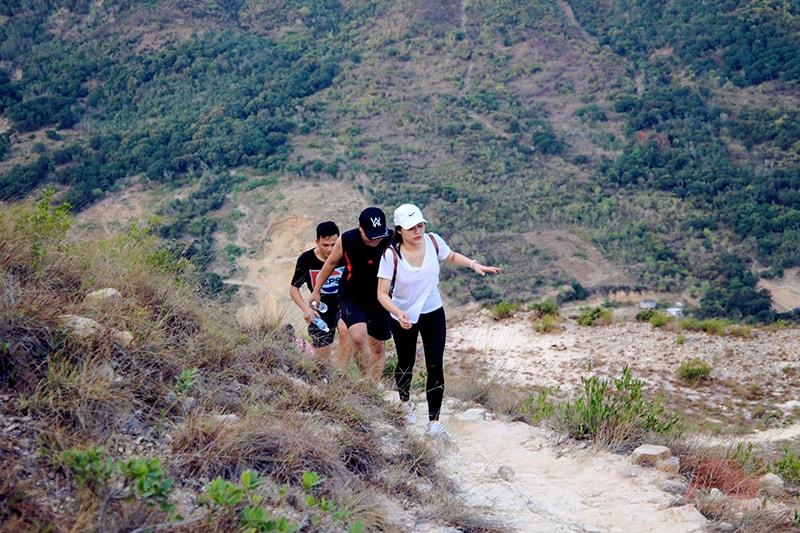 cắm trại Nha Trang leo núi cô Tiên