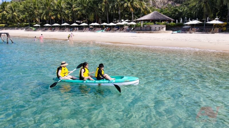 chèo thuyền Kayak Hòn Tằm Nha Trang