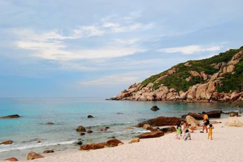 Hoang đảo Robinson giữa vịnh Cam Ranh