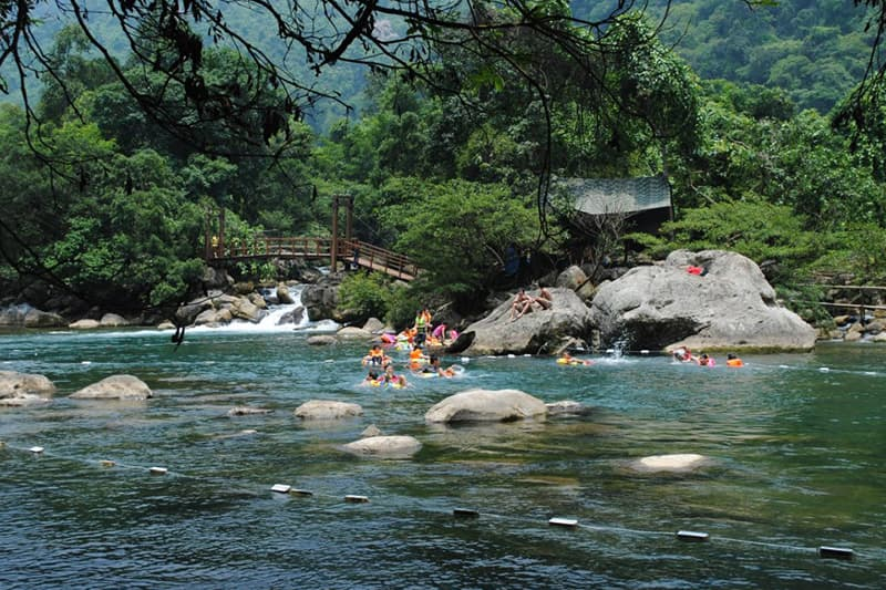 Khám phá vẻ đẹp hoang sơ của núi rừng tại Suối Lách Khánh Vĩnh