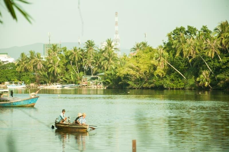 Phát hiện một homestay có vườn dừa xinh đẹp ở Nhà bên sông