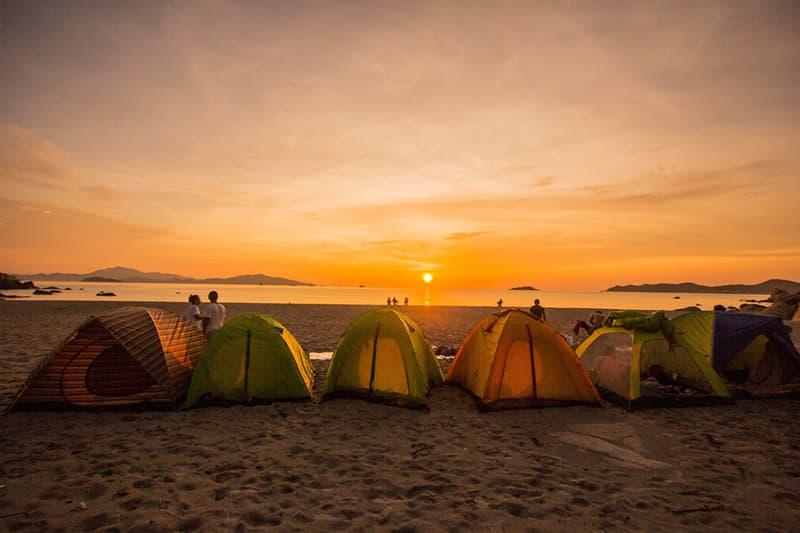 Review cắm trại ngắm hoàng hôn nhâm nhi hải sản trên đảo Hòn Già