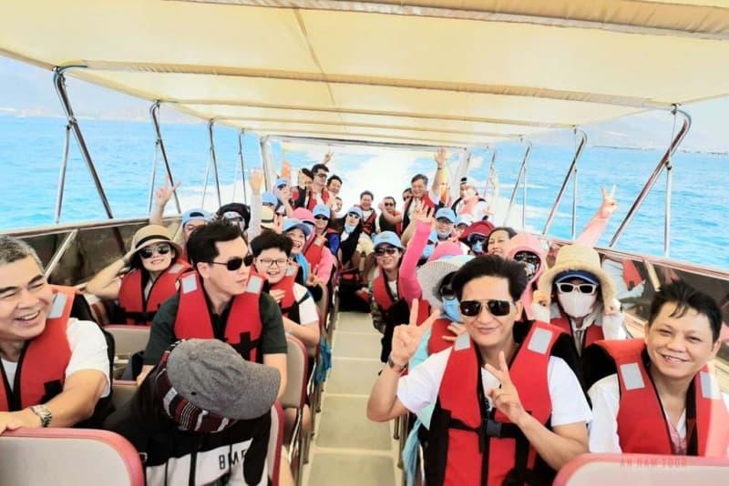 thuê ca nô du lịch Nha Trang An Nam Tour