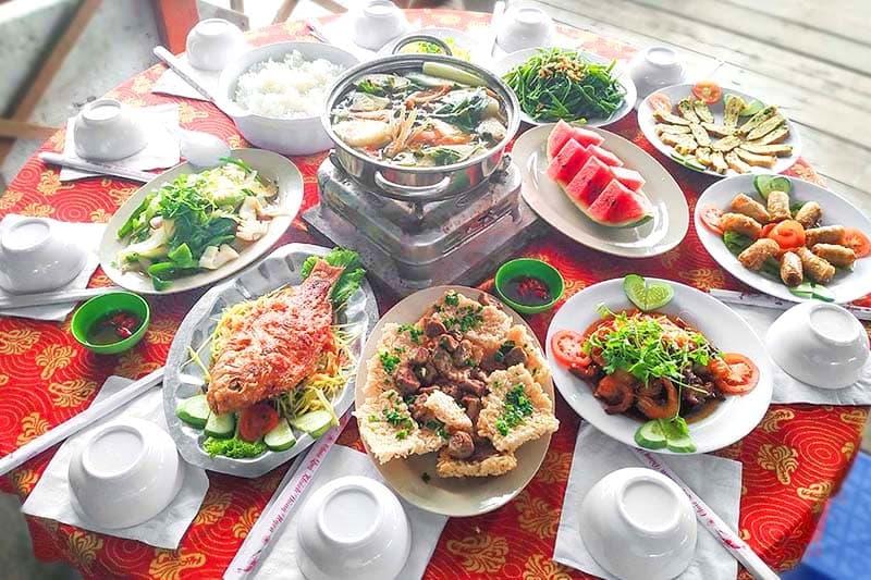 Thực đơn cơm trưa tại nhà hàng Làng Chài