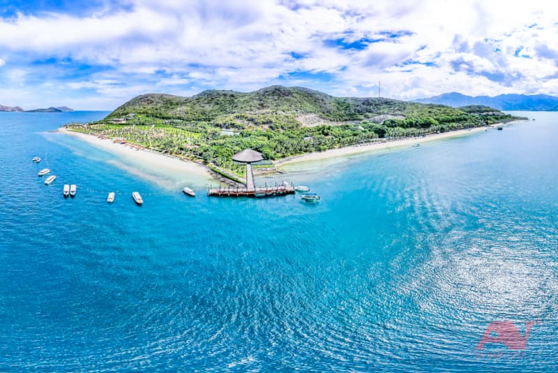 Đảo Hòn Tằm nhìn từ trên cao