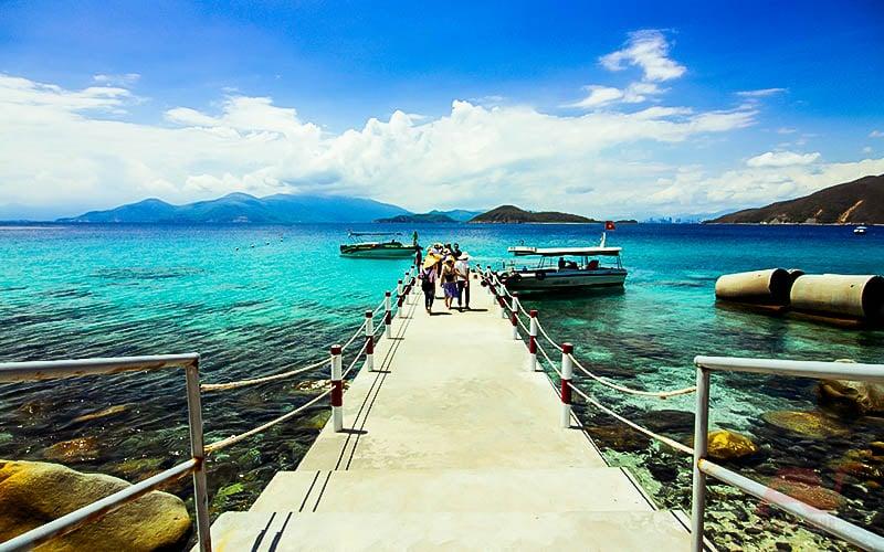 Biển Hòn Mun nhìn từ cầu tàu