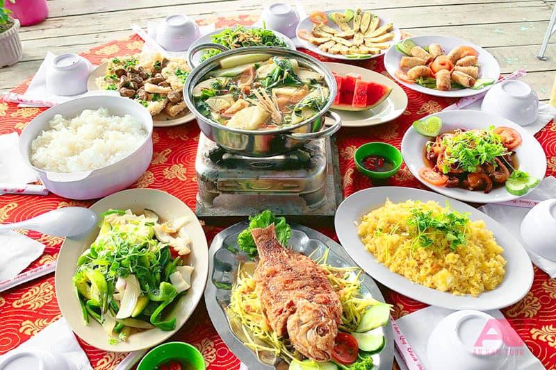Thực đơn cơm trưa trong tour 4 đảo Nha Trang