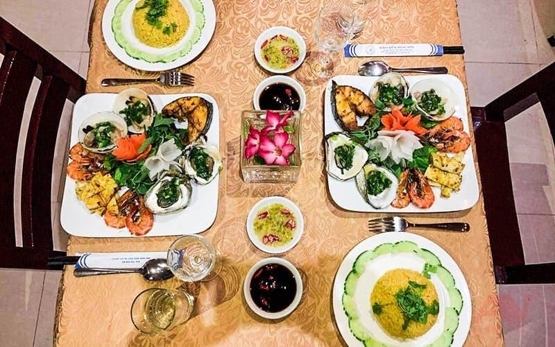 Bữa tối trong tour Đảo Yến Đông Tằm