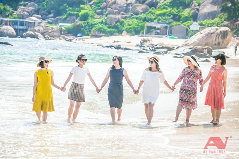 Dạo chơi trên bờ biển Bình Ba