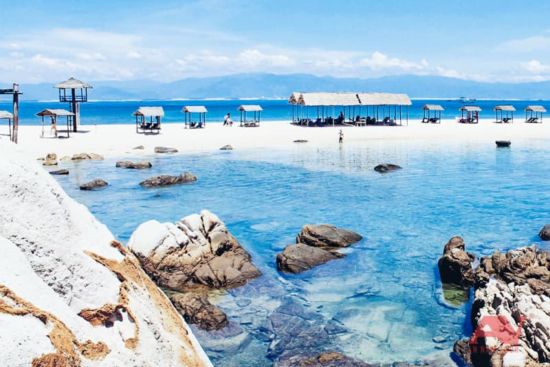 Bãi biển đôi tại Hòn Nội