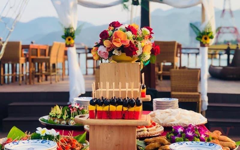 Tiệc ngọt, tiệc trái cây trên du thuyền Emperor