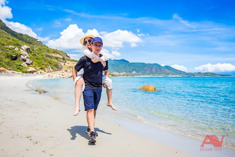 Dạo chơi trên bờ biển Gành Nhảy