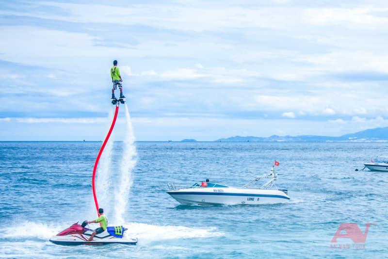 Chơi flyboard tại Bãi Tranh - Nha Trang
