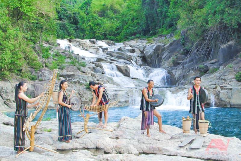 check-in tại thác Yangbay