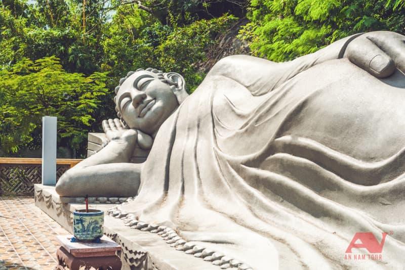 Tượng Phật Nằm tại chùa Long Sơn