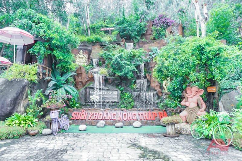 Cổng KDL Tắm bùn Tháp Bà